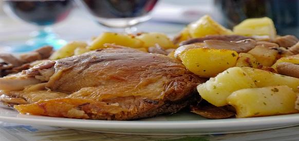 Cosciotto d 39 anatra al forno con patate ricette natalizie - Ricette con forno a vapore ...