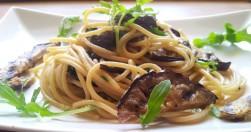 spaghetti con melanzane grigliate e rucola