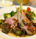 costine d'agnello con pestato di olive